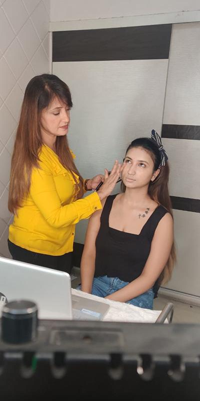 Self Makeup Webinar By Pooja Goel