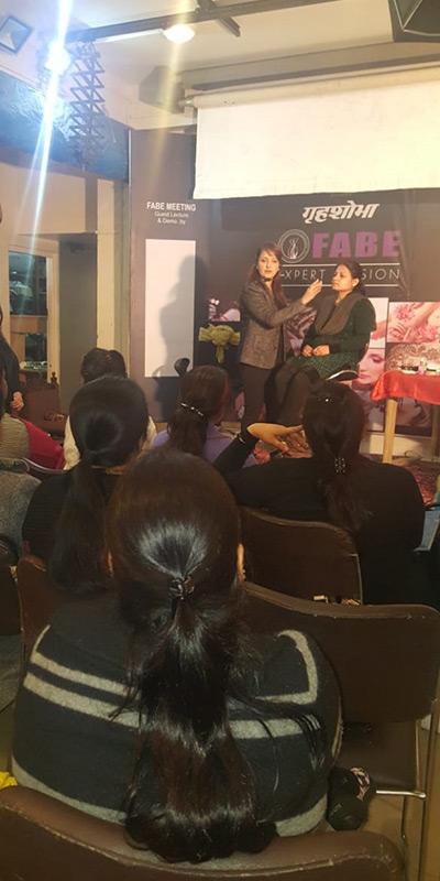 Pooja Goel Illustrating Makeup in Seminar