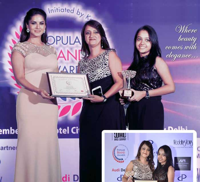 At event Popular Brands Award, receiving awards as Best Makeup Artist from Sunny Leone