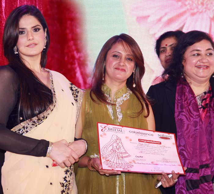 Receiving Best Bridal Makeup Artist in Delhi from Zareen Khan.