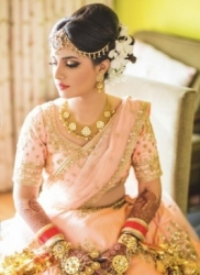 Be the trendiest bride ever with a professional wedding makeup artist
