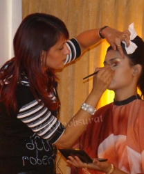 Look awesome with the help of a professional makeup artist Ghaziabad