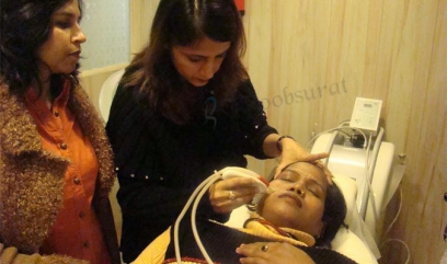 Intense pulsed light therapy in Delhi