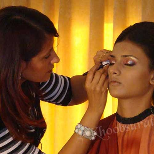 Shimmer Makeup in Guna