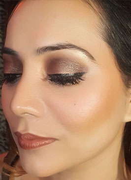 Nude Makeup in Sarojini Nagar